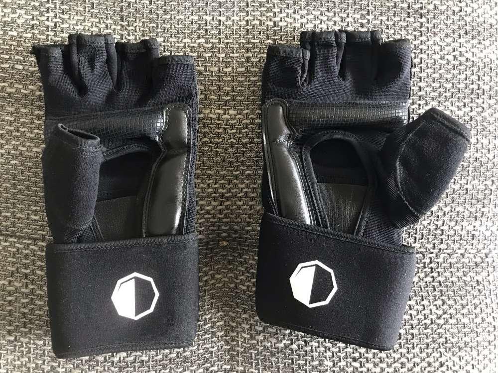 Die Rückseite der MMA Handschuhe
